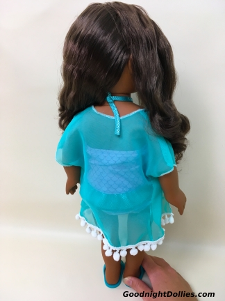 Hair seperated to show the back of her outfit